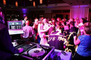 4bar-dance-300x199 Wedding Music Art Mario Pompeiani Dj - Matrimoni, eventi, congressi, meeting aziendali, compleanni, sagre e fiere matrimonio a bergamo